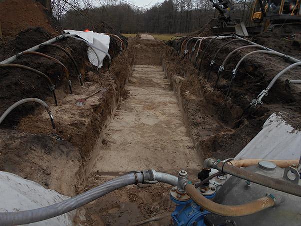 Baugrube zur Durchlaßverlegung im Fischaufstieg mit GWA. an der Schaalmühle
